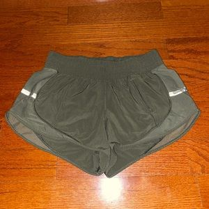 Lululemon green mesh athletic shorts logo 6